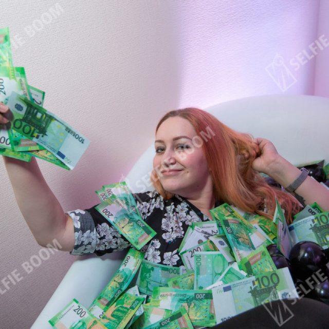 Ванна с деньгами на мероприятие