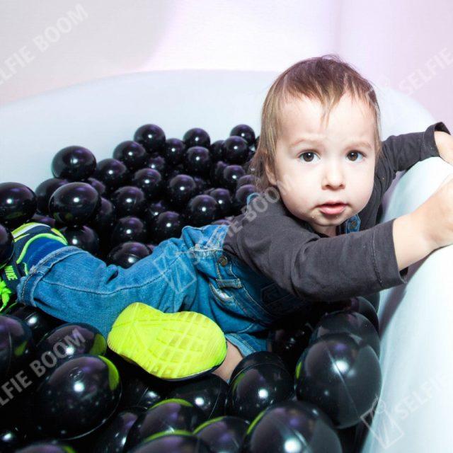 Фотозона с шариками в аренду