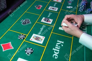 Карточная игра фортуна на столе