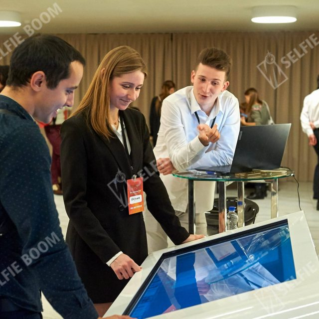 Интерактивный стол на конференцию