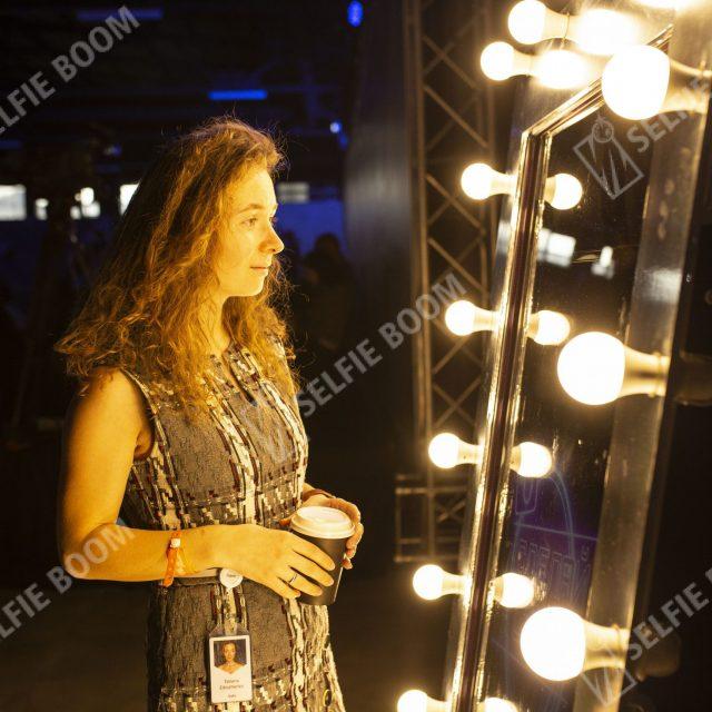 Выездная фотозона селфи зеркало на мероприятие