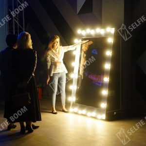 Аренда selfi зеркала на праздник