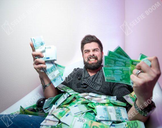 Фотозона ванна с деньгами на 23 февраля